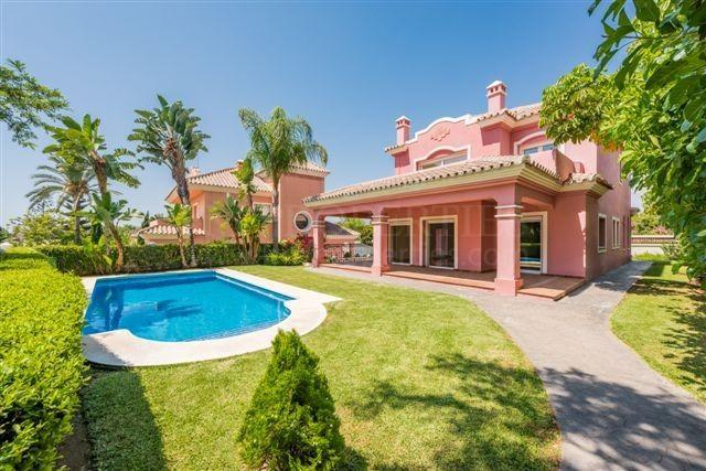 Frontline golf villa in Guadalmina