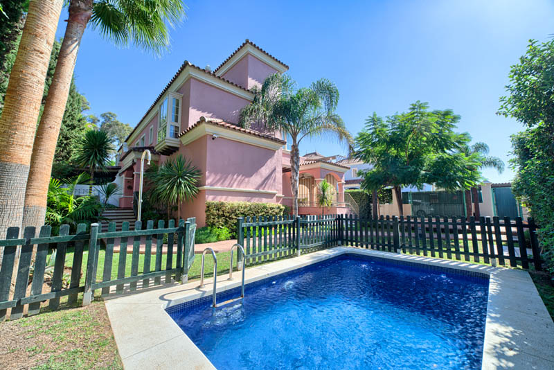 Semi detached villa in San Pedro