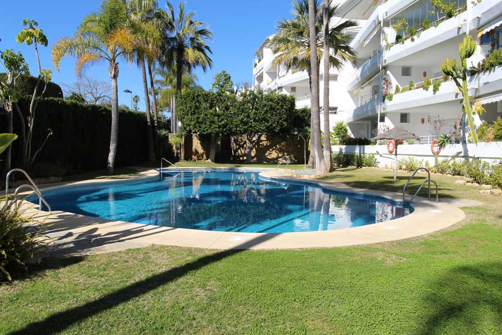 Middle floor apartment in Guadalmina Baja